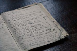 EML-Ecriture relit, corrige, réécrit, révise et met en page tous vos documents.